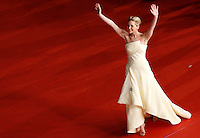 """L'attrice statunitense Jennifer Lawrence posa sul red carpet per la presentazione del film """"Hunger Games - La ragazza di fuoco"""" (""""The Hunger Games: Catching Fire"""") all'ottava edizione del Festival Internazionale del Film di Roma, 14 novembre 2013.<br /> U.S. actress Jennifer Lawrence poses on the red carpet to present the movie """"The Hunger Games: Catching Fire"""" during the 8th edition of the international Rome Film Festival at Rome's Auditorium, 14 November 2013.<br /> UPDATE IMAGES PRESS/Riccardo De Luca"""