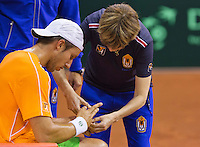 September 09, 2014,Netherlands, Amsterdam, Ziggo Dome, Davis Cup Netherlands-Croatia, Training Dutch Team, Igor Sijsling gets a bandage from doctor Babette Pluim<br /> Photo: Tennisimages/Henk Koster