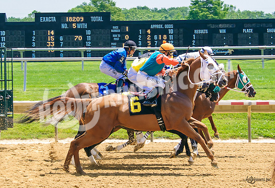 Lucas Long Step winning at Delaware Park on 6/20/16