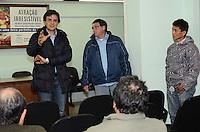 SAO PAULO, 16 DE JULHO DE 2012 - ELEICOES 2012 CHALITA - O candidato a prefeito de São Paulo Gabriel Chalita (PMDB) em visita ao Sindicato dos Feirantes e do Comércio Varejista de São Paulo, na tarde desta segunda feira, regiao central da capital. FOTO: ALEXANDRE MOREIRA - BRAZIL PHOTO PRESS
