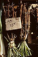 Europe/France/Limousin/19/Corrèze/Pays de Brive/Brive-la-Gaillarde: Salsifis sur le marché G. Brassens