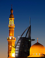 United Arab Emirates, Dubai: Mosque with Burj Al Arab behind { Vereinigte Arabische Emirate, Dubai: Moschee und das Burj Al Arab