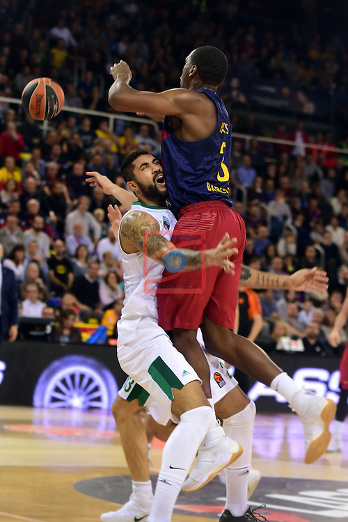 Turkish Airlines Euroleague 2016/2017.<br /> Regular Season - Round 6.<br /> FC Barcelona Lassa vs Zalgiris Kaunas: 92-86.<br /> Augusto Lima vs Jonathan Holmes.