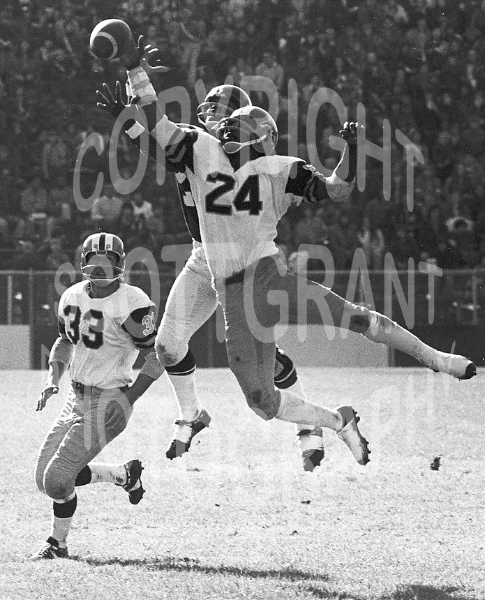 Lewis Porter(24) and Gerry Stenberg(33) HamiltonTiger Cats 1972. Copyright photograph Scott Grant