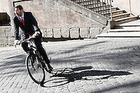 Il sindaco Ignazio Marino arriva al Capidoglio in bicicletta,<br /> Mayor of Rome Ignazio Marino arriving at Campidoglio by cycle<br /> Roma 07-06-2015 Campidoglio. Lectio Magistralis dell'ex Presidente del Brasile.<br /> Lectio Magistrali of the former President of Brazil at Campidoglio.<br /> Photo Samantha Zucchi Insidefoto