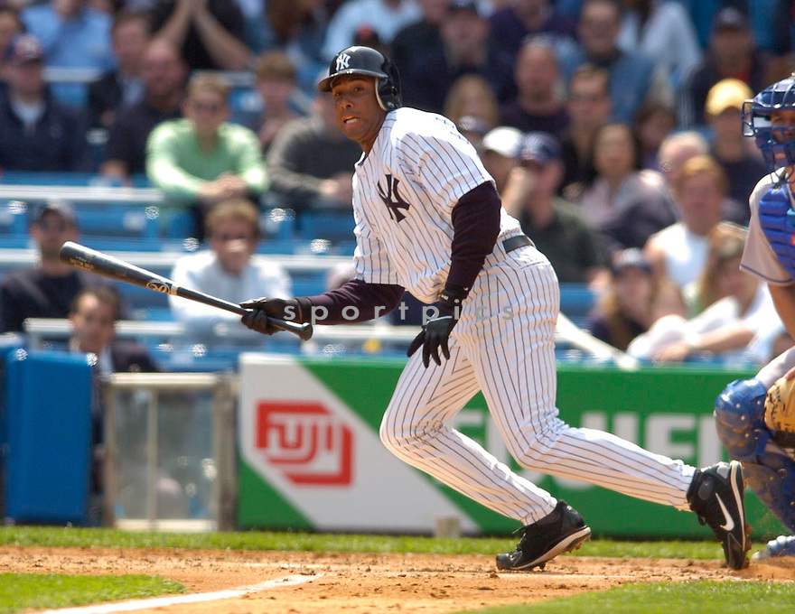 Bernie Williams, of the New York Yankees in action against the Kansas City Royal in New York....Chris Bernacchi / SportPics