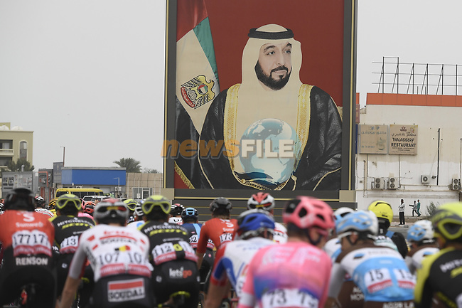 The start of Stage 6 of the 2019 UAE Tour, running 175km form Ajman to Jebel Jais, Dubai, United Arab Emirates. 1st March 2019.<br /> Picture: LaPresse/Fabio Ferrari | Cyclefile<br /> <br /> <br /> All photos usage must carry mandatory copyright credit (© Cyclefile | LaPresse/Fabio Ferrari)