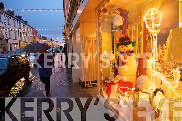 Christmas Shopping in Listowel   Copyright Kerry's Eye 2008
