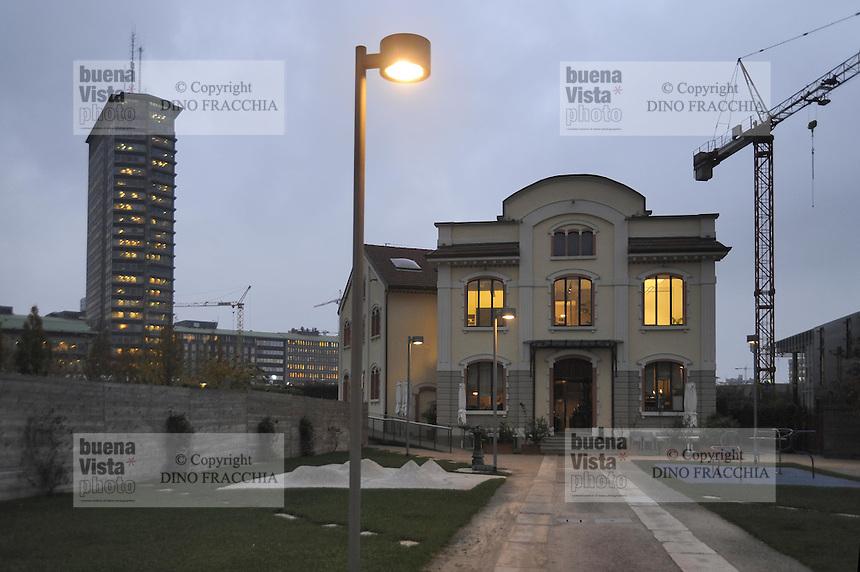 - Milan, reception villa of the consortium of companies involved in building renovation of Porta Nuova area<br /> <br /> - Milano,  palazzina di rappresentanza del consorzio di imprese che partecipano alla riconversione edilizia dell'area di Porta Nuova