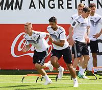 Joshua Kimmich (Deutschland, Germany), Sami Khedira (Deutschland Germany) - 28.05.2018: Training der Deutschen Nationalmannschaft zur WM-Vorbereitung in der Sportzone Rungg in Eppan/Südtirol