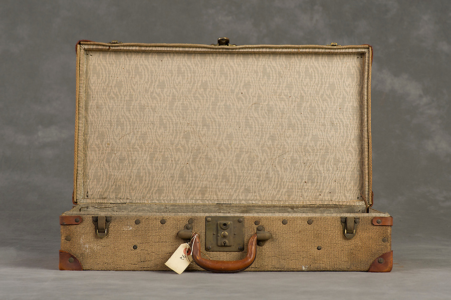 Willard Suitcases / Louise H / ©2014 Jon Crispin
