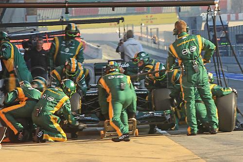 01.03.2012 Formula 1 Final Testing at the Circuit de Catalunya in Barcelona. Caterham Pit Stop Practice.