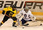 07.01.2020, BLZ Arena, Füssen / Fuessen, GER, IIHF Ice Hockey U18 Women's World Championship DIV I Group A, <br /> Deutschland (GER) vs Frankreich (FRA), <br /> im Bild Ronja Hark (GER, #8), Eline Gillodes (FRA, #1)<br /> <br /> Foto © nordphoto / Hafner