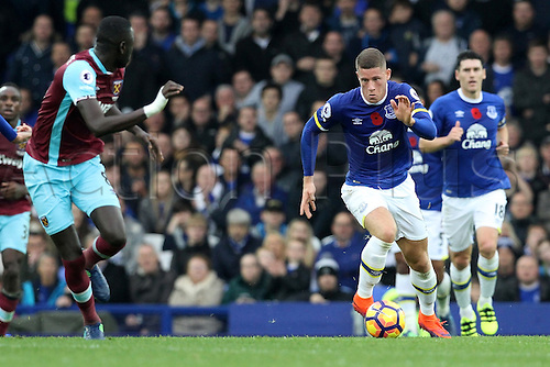 30.10.2016. Goodison Park, Liverpool, England. Premier League Football. Everton versus West Ham United. Ross Barkley of Everton bursts out of defence with a forward run.