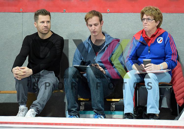 GER - Mannheim, Germany, November 28: During the 1. Bundesliga Sued Damen indoor hockey match between Mannheimer HC (blue) and Eintracht Frankfurt (black) on November 28, 2015 at Irma-Roechling-Halle in Mannheim, Germany. Final score 4-3 (HT 2-1).  (L-R) head coach Philipp Stahr of Mannheimer HC, Gerrit Kollegger assistant coach of Mannheimer HC<br /> <br /> Foto &copy; PIX-Sportfotos *** Foto ist honorarpflichtig! *** Auf Anfrage in hoeherer Qualitaet/Aufloesung. Belegexemplar erbeten. Veroeffentlichung ausschliesslich fuer journalistisch-publizistische Zwecke. For editorial use only.