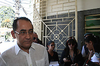 SAO PAULO, SP, 14.09.2013 - VELORIO LUIZ GUSHIKEN - João Paulo Cunha no velório do corpo do ex-ministro Luiz Gushiken, no Cemitério Redenção, na região oeste da capital paulista, neste sábado (14). Gushiken morreu na noite de ontem (13), no Hospital Sírio- Libanês, onde estava internado em estado grave para tratar de um câncer. O enterro está confirmado para às 16h. (Foto: Mauricio Camargo / Brazil Photo Press).