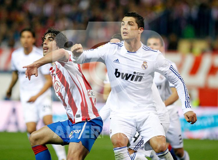 Madrid (19/03/2011).- Esatdio Vicente Calderon..Campeonato Naciona de Liga..Atletico de Madrid - Real Madrid..Thiago, Cristiano Ronaldo...Photo: Alex Cid-Fuentes / ALFAQUI..