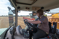 Driving a Fendt tractor - carting from combine
