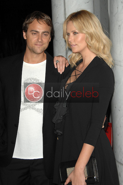 Stuart Townsend and Charlize Theron<br />at the Los Angeles Premiere of 'Battle in Seattle'. Clarity Theatre, Beverly Hills, CA. 09-22-08<br />Dave Edwards/DailyCeleb.com 818-249-4998