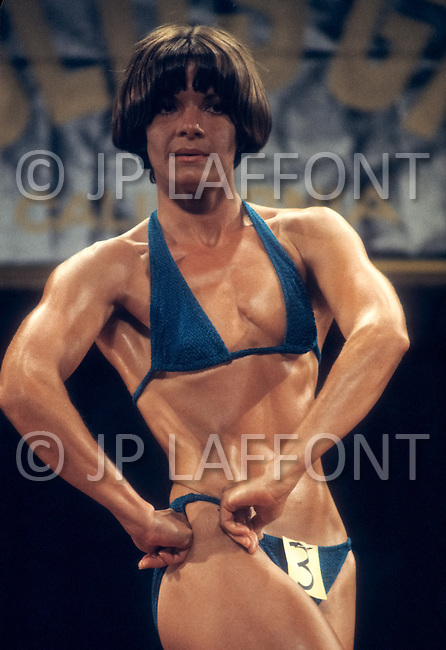Los Angeles, 1980. On the right Jeanne Jelcick  at  California Women's Bodybuilding Championship.