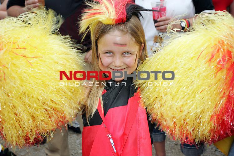 FIFA WM 2006 -  Fan Fest Nuernberg<br /> <br /> Volksfestplatz (ca. 25 000 Zuschauer)<br /> <br /> <br /> <br /> Deutschland - Ecuador<br /> <br /> <br /> <br /> Sophia (7) aus Memmelsdorf (OK von mutter Monika) feiert mit Ihrem lieblings Team.<br /> <br /> <br /> <br /> Foto: nordphoto