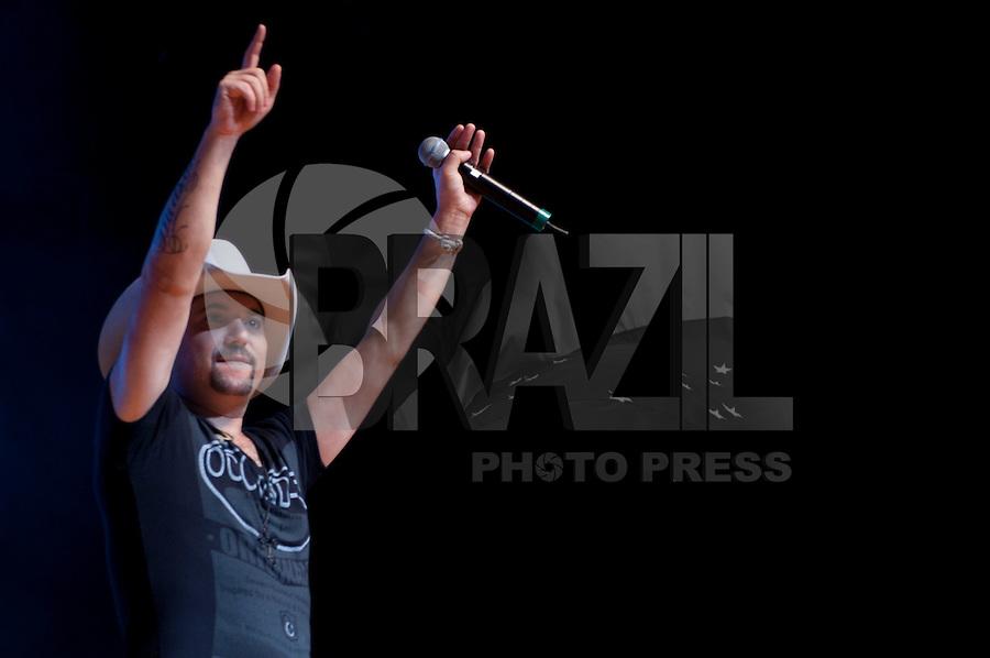"""SÃO PAULO, SP, 22 DE JUNHO DE 2012 – SHOW EDSON & HUDSON: A dupla Edson & Hudson se apresentou na noite desta sexta feira (22) no Credicard Hall em São Paulo. A apresentação faz parte do novo show """"Faço um Circo Pra Você"""", e  também marca o pré-lançamento do DVD homônimo. FOTO: LEVI BIANCO / BRAZIL PHOTO PRESS"""