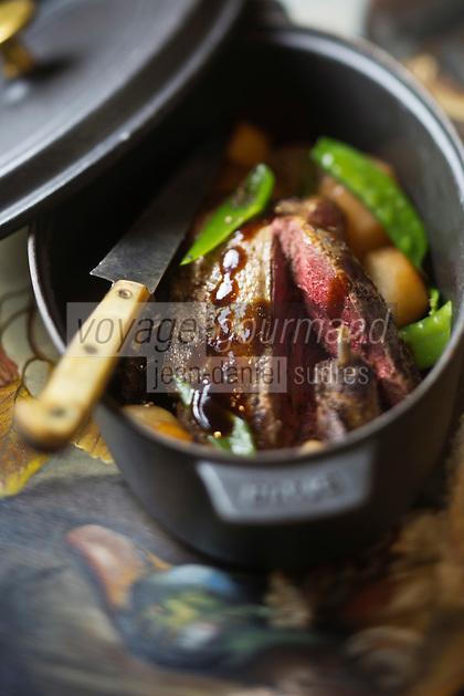 Europe/France/Centre/41/Loir-et-Cher/Sologne/Yvoy-le-Marron: Canard colvert en cocotte aux navets aigres doux, recette de Joël Danthu de l'Auberge du Cheval Blanc  // Europe/France/Centre/41/Loir-et-Cher/Sologne/Yvoy-le-Marron: Mallard duck casserole with sour turnips sweet recipe Joel Danthu the Auberge du Cheval Blanc