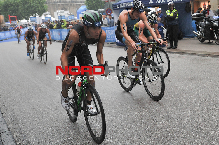 20160716,  Innenstadt, Hamburg, GER, Hamburg Wasser World Triathlon, Elite Maenner Sprintdistanz, im Bild Kohei Tsubaki (JPN) auf dem Fahrrad Foto © nordphoto / Witke