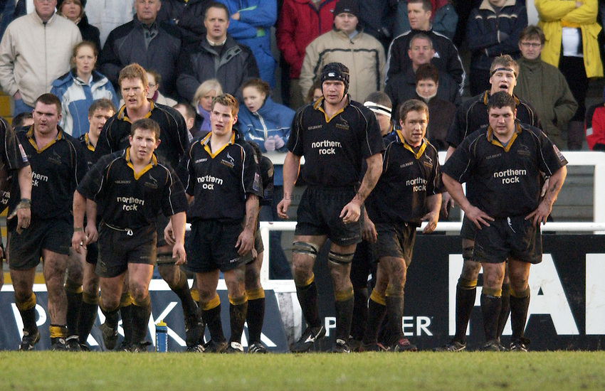 Photo. Jed Wee.Newcastle Falcons v Saracens, Parker Pen Challenge Cup, Kingston Park, Newcastle. 19/01/2003..The Newcastle team look downcast.