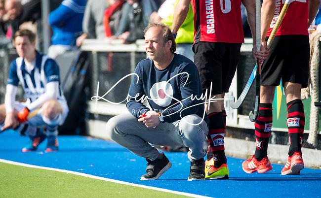 ZEIST - HOCKEY - coach Bas Bogaard (Schaerw.)   tijdens de overgangsklasse competitiewedstrijd heren Schaerweijde-HDM (1-5).  COPYRIGHT KOEN SUYK