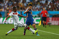 RIO DE JANEIRO, RJ, 13.07.2014 - COPA DO MUNDO - ALEMANHA - ARGENTINA - Aguero (D)  da Argentina disputa bola com Boateng da Alemanha  durante partida entre Alemanha e Argentina jogo valido pela final da Copa do Mundo no Estadio do Maracana no Rio de Janeiro neste domingo, 13. (Foto: William Volcov / Brazil Photo Press).