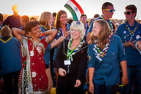 Indian and Swedish scouts having party in the audience. Photo: André Jörg/ Scouterna