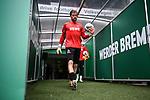 Torwart Timo Horn (1. FC Koeln) geht zum Aufwaermen auf den Platz.<br /> <br /> Sport: Fussball: 1. Bundesliga:: nphgm001:  Saison 19/20: 34. Spieltag: SV Werder Bremen - 1. FC Koeln, 27.06.2020<br /> <br /> Foto: Marvin Ibo Güngör/GES/Pool/via gumzmedia/nordphoto