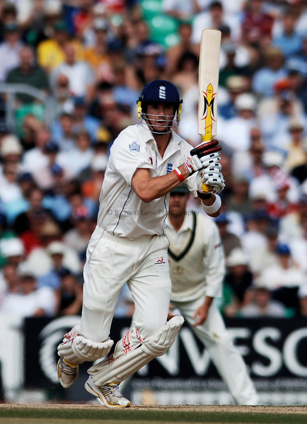 Photo: Glyn Thomas..England v Australia. nPower Test Series. The Ashes 2005..12/09/2005..England's Kevin Pietersen hits out.