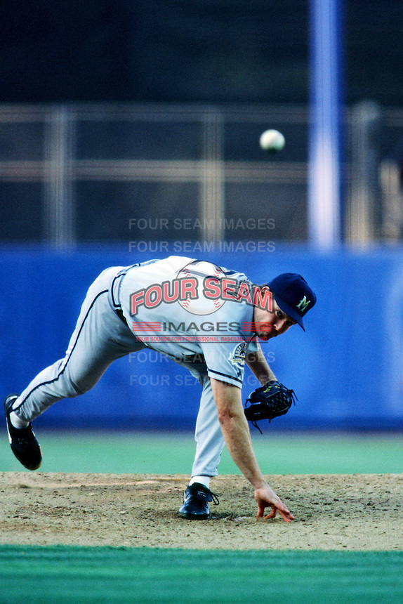 Cal Eldred of the Milwaukee Brewers pitches during a 1999 Major League Baseball season game against the Los Angeles Dodgers in Los Angeles, California. (Larry Goren/Four Seam Images)