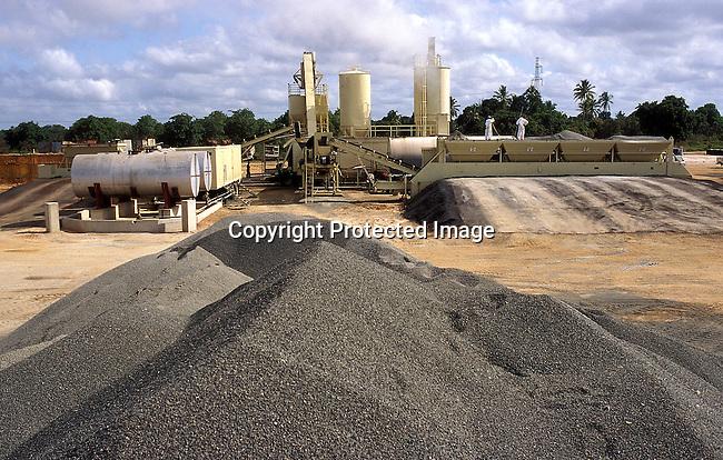 COTANZA35086.Country. Tanzanzia. Plant near Dar es Salaam. 10/98. Industry, construction..©Per-Anders Pettersson/iAfrika Photos