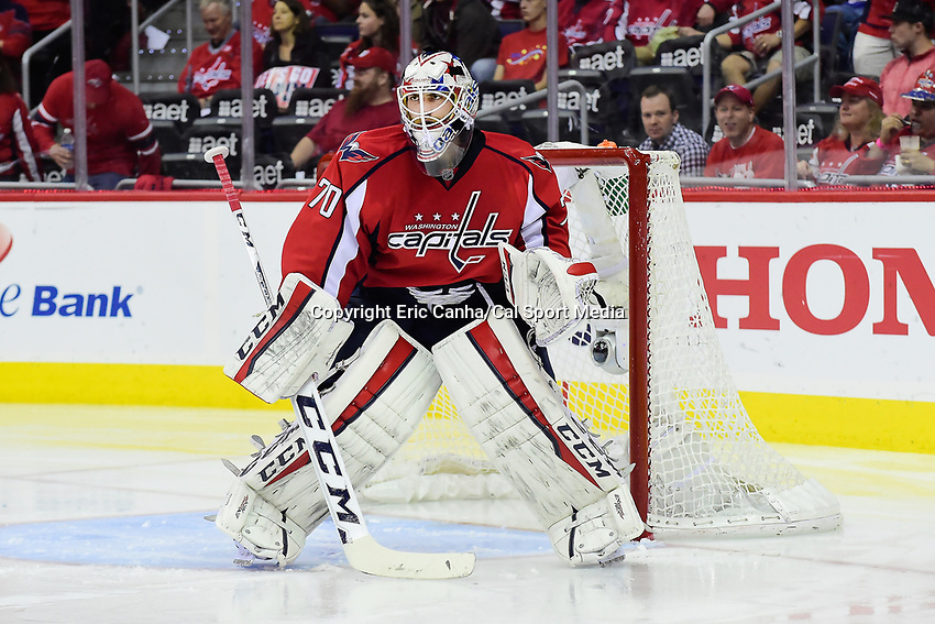 Friday, April 22, 2016: Washington Capitals goalie Braden Holtby (70) tends net during game 5 of the first round of the National Hockey League Eastern Conference playoffs  between the Philadelphia Flyers and the Washington Capitals held at the Verizon Center in Washington, DC. The Flyers defeat the Capitals 2-0. Eric Canha/CSM