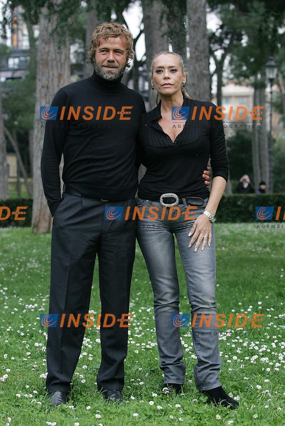 Massimo Ciavarro e Barbara De Rossi..Mediaset - Serie TV: Photo Call, Fratelli Benvenuti..Roma 19 Marzo 2010..Photo Serena Cremaschi Insidefoto