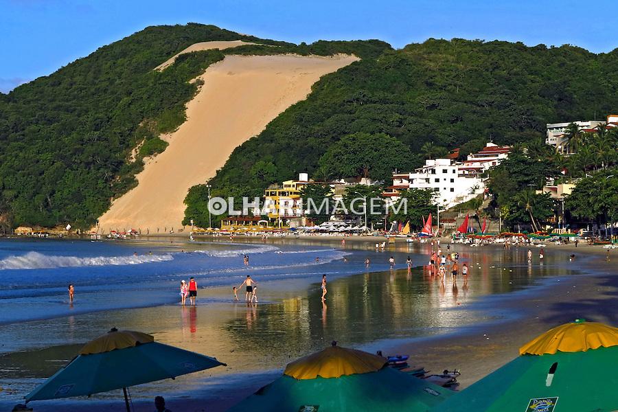 Praia de Ponta Negra e Morro do Careca em Natal. Rio Grande do Norte. 2012. Foto de Juca Martins.