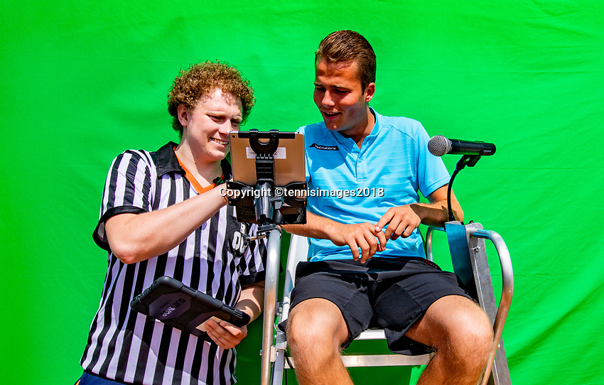 Den Bosch, Netherlands, 16 June, 2018, Tennis, Libema Open, become linesman<br /> Photo: Henk Koster/tennisimages.com