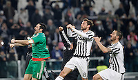 Calcio, Serie A: Juventus vs Sassuolo. Torino, Juventus Stadium, 11 marzo 2016. <br /> Juventus' players greet fans at the end of the Italian Serie A football match between Juventus vs Sassuolo, at Turin's Juventus Stadium, 11 March 2016.<br /> UPDATE IMAGES PRESS/Isabella Bonotto
