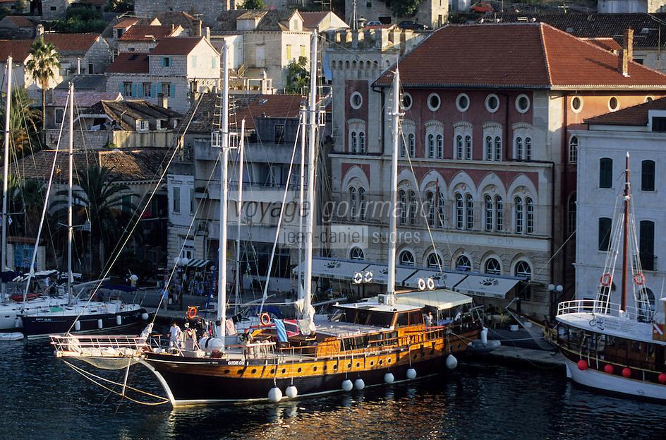 Europe/Croatie/Dalmatie/ Ile de Vis/ Vis: le Port de pêche