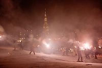 Europe/France/Rhone-Alpes/73/Savoie/Les Ménuires : La sation en fête lors de la descente au flambeau des moniteurs de l'école de ski