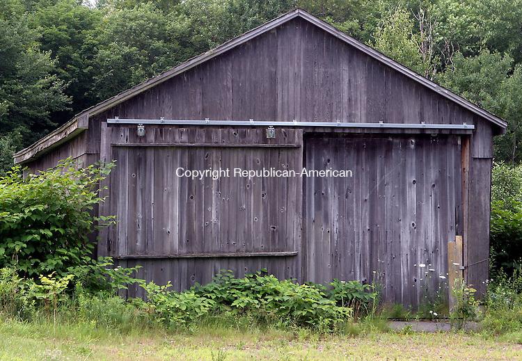 MORRIS, CT-20July 2006-072006TK09-  Barn located on RT 109 in Morris. Tom Kabelka Republican-Americann