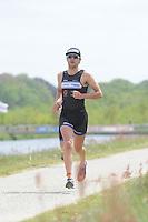 TRIATHLON: HEERENVEEN: 23-05-2015, CLAFIS Triathlon Heerenveen, winnaar in de Olympische klasse Omar Brons, ©foto Martin de Jong