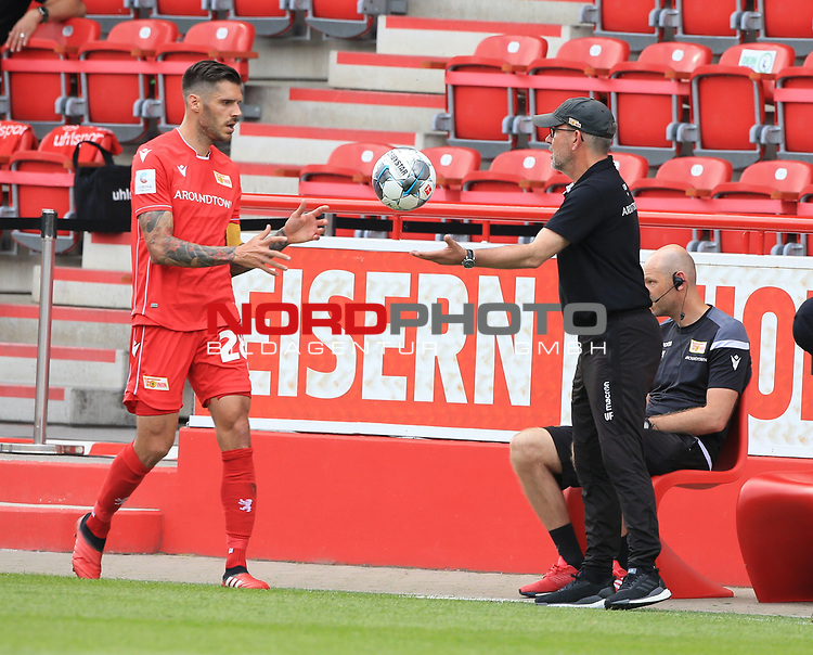 27.06.2020, Stadion an der Wuhlheide, Berlin, GER, DFL, 1.FBL, 1.FC UNION BERLIN  VS. Fortuna Duesseldorf , <br /> DFL  regulations prohibit any use of photographs as image sequences and/or quasi-video<br /> im Bild Cheftrainer (Head Coach) Urs Fischer(1.FC Union Berlin), Christopher Trimmel (1.FC Union Berlin #28)<br /> <br /> <br />      <br /> Foto © nordphoto / Engler