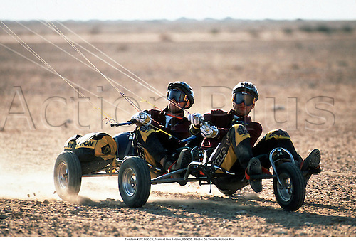 Tandem KITE BUGGY, Transat Des Sables, 980605. Photo: De Tienda/Action Plus...1998.extreme.desert.sand.wind.extreme sports sport.excitement.radical.fun.daring.dare