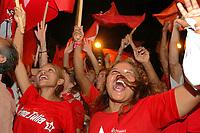 Manifestantes pró senadora Ana Júlia, candidata a prefeitura de Belém, durante o último debate realizado pela TV Liberal no encerramento da campanha política às eleições municipais em 2004.<br />Foto Paulo Santos/Interfoto<br />Belém, Prá, Brasil.<br />30/10/2004<br />Foto Paulo Sntos/Interfoto
