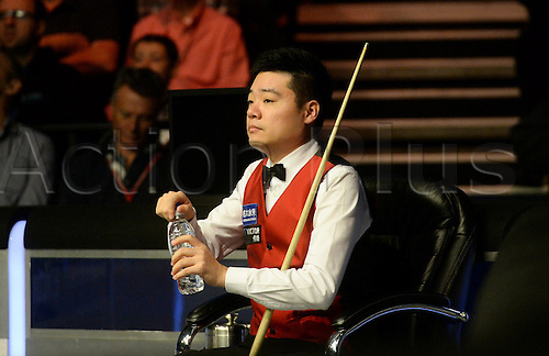 19.02.2016. Cardiff Arena, Cardiff, Wales. Bet Victor Welsh Open Snooker. Neil Robertson versus Ding Junhui. Ding Junhui takes a sip of water as Robertson plays a shot.