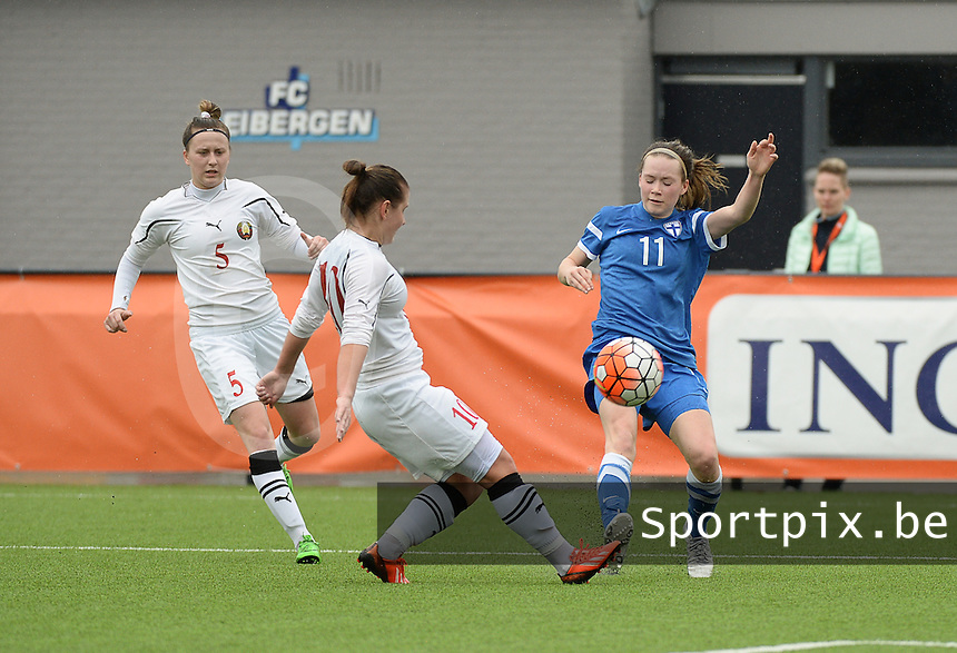 20160405  - Eibergen , NETHERLANDS : Finland's Tiia Savolainen (R) and Belarussian Yuliya Karplyuk (L) pictured during the soccer match between the women under 19 teams of Finland and Belarus , on the first matchday in group 3 of the UEFA Women Under19 Elite rounds in Eibergen , Netherlands. Tuesday 5 th April 2016 . PHOTO DIRK VUYLSTEKE / Sportpix.be